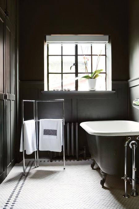 Elegante e raffinato il bagno si tinge di nero  Casait