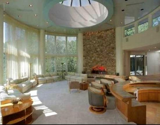 Whitney Houston la villa in New Jersey comprata da un suo grande fan  Casait