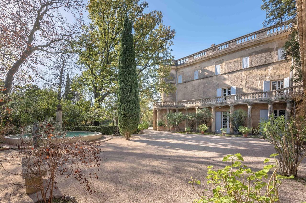 Francia vendesi villa con affreschi di Picasso  Casait