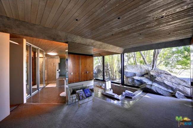 James Bond in vendita la villa del film Una cascata di diamanti  Casait