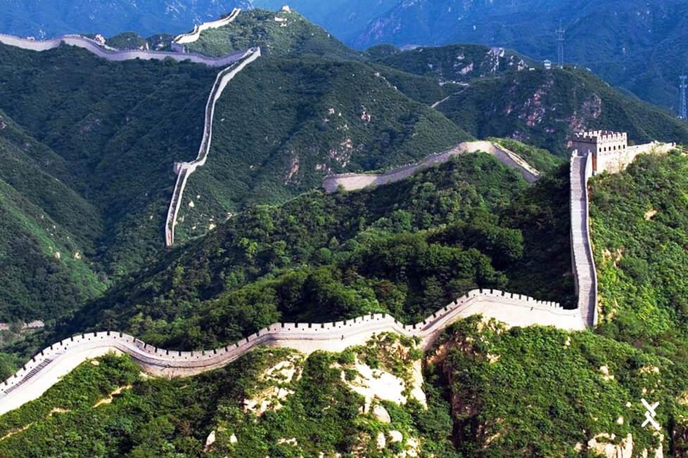 Imagem do maior cercamento da humanidade, a muralha da china
