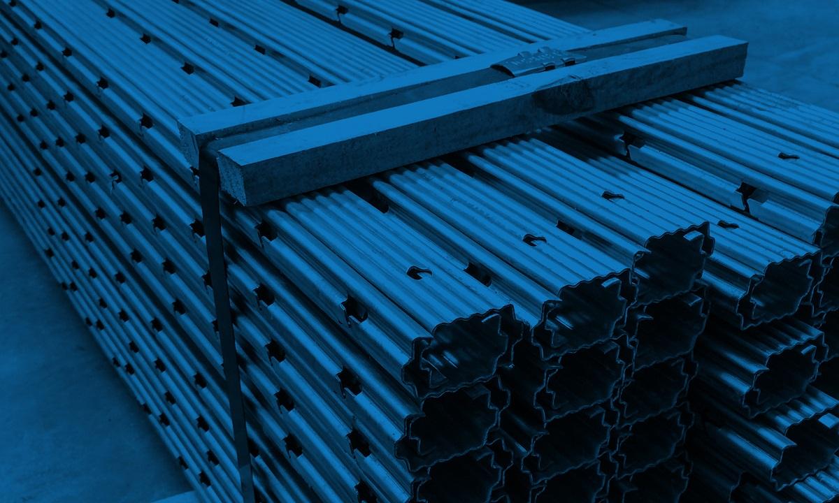 Postes de Metal x Postes de Concreto ou Madeira