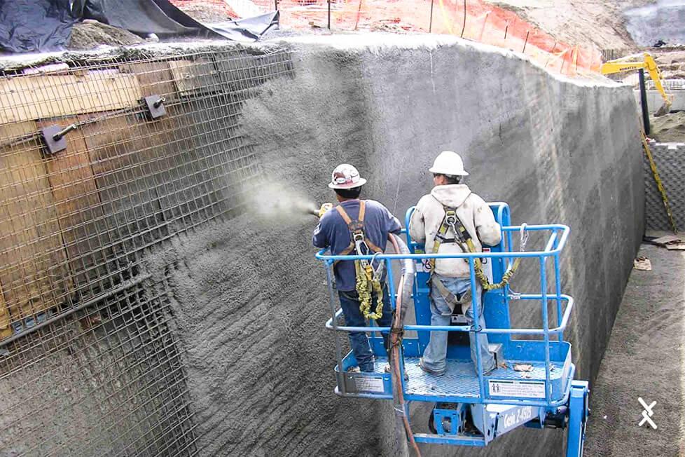 Tela para reforço estrutural sendo aplicada em obra