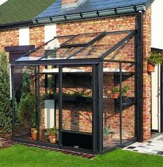 Una piccola veranda come serra solare