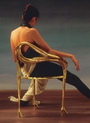 Una sedia scultura in ottone a forma di cigno. Salvator Dalì