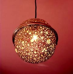 lampadario realizzato con due stampi del parrozzo, tipico dolce abruzzese