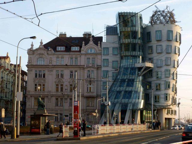 Frank O. Gehry la casa danzante a Praga