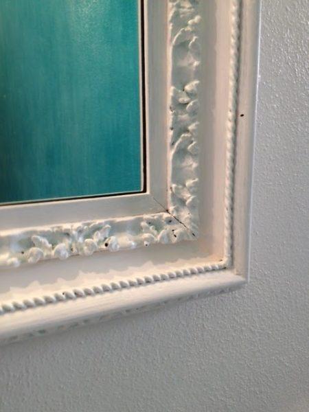 dettaglio della cornice dello specchio