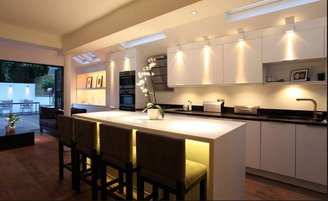 Come illuminare la cucina al meglio casanoi blog - Illuminazione per cucina moderna ...