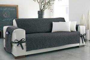 un divano con rivestimento asportabile