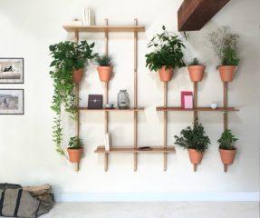 per arredare un piccolo balcone o una parete interna il supporto per piante XPOT cui agganciare vasi con piante