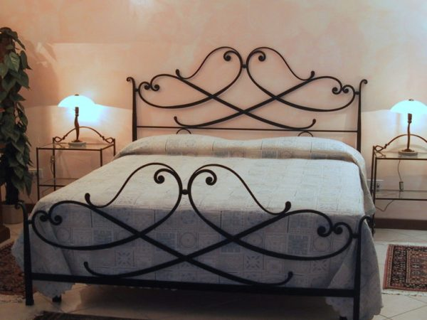 reti e materassi a Milano per dormire bene Letto in ferro battuto e forgiato a mano Zefiro