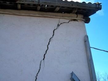 crepe nel muro di un edificio