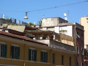 abuso e condono edilizio in zona sismica: sopraelevazione da abbattere anche se condonata