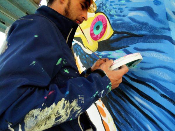 Roma, street-art mangia smog foto: l'autore Iena Cruz all'opera