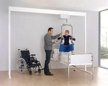 camera da letto per disabili: Sollevatore letto per disabili