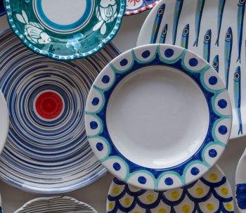 Ceramiche di Vietri per decorare casa: piatti realizzati in ceramica vietrese