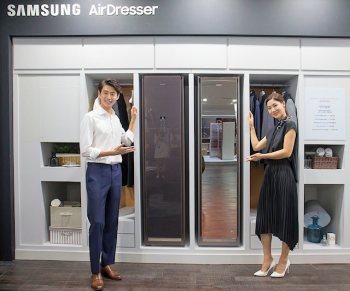 armadio lava asciuga stira AirDresser di Samsung
