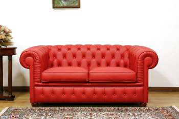 classico divano Chesterfield in pelle rosso