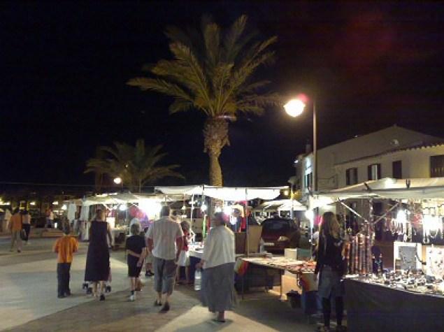 mercado de noche fornells