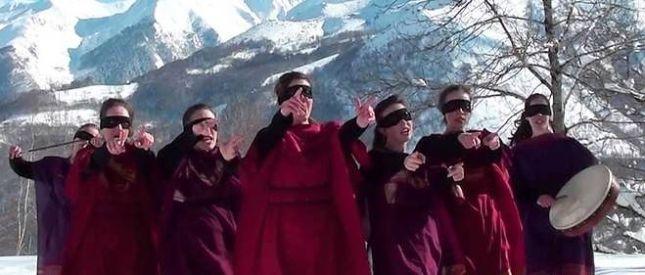 Le groupe de chansonnières, « les brigandes »