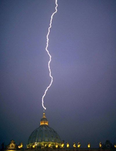 """Le """"coup de foudre"""" qui a frappé Saint Pierre de Vatican d'Eux, le 11 Février 2013 — Fête de Notre-Dame de Lourdes —"""