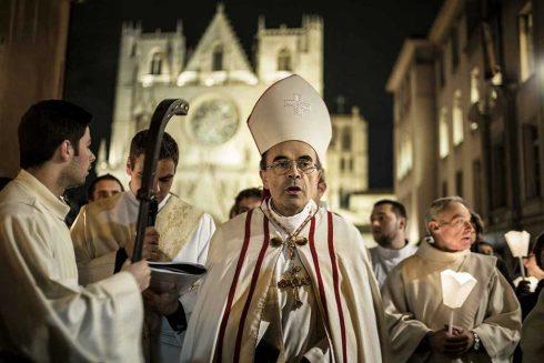 Le laïc Barbarin, déguisé en archevêque de Lyon