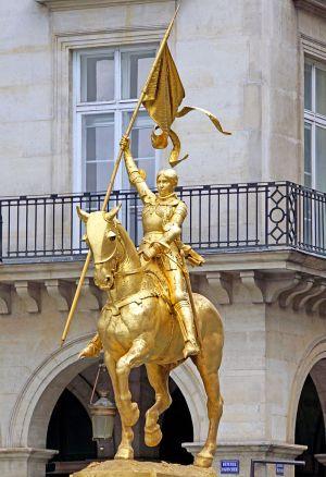 Statue équestre de Jeanne d'Arc sur la place des Pyramides, à Paris.