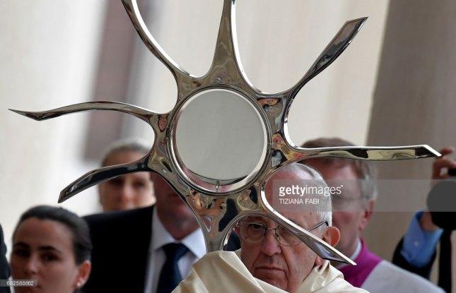 François glorifiant le Soleil Infini de Lucifer