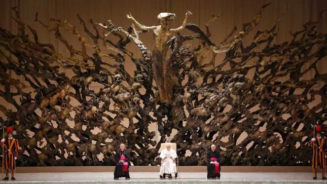 """""""La Résurrection"""" de Pericle Fazzini dans l'hideuse """"Salle Paul VI"""" du néo-Vatican."""