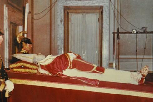 Sa Sainteté Pie XII, né Eugénio Pacelli