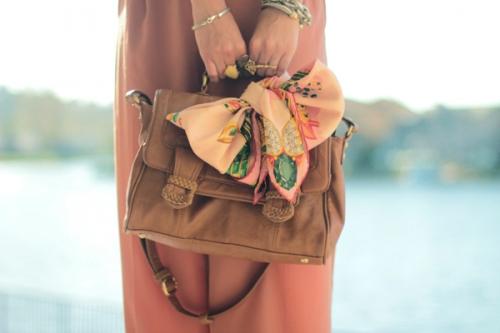 lenço na bolsa laço
