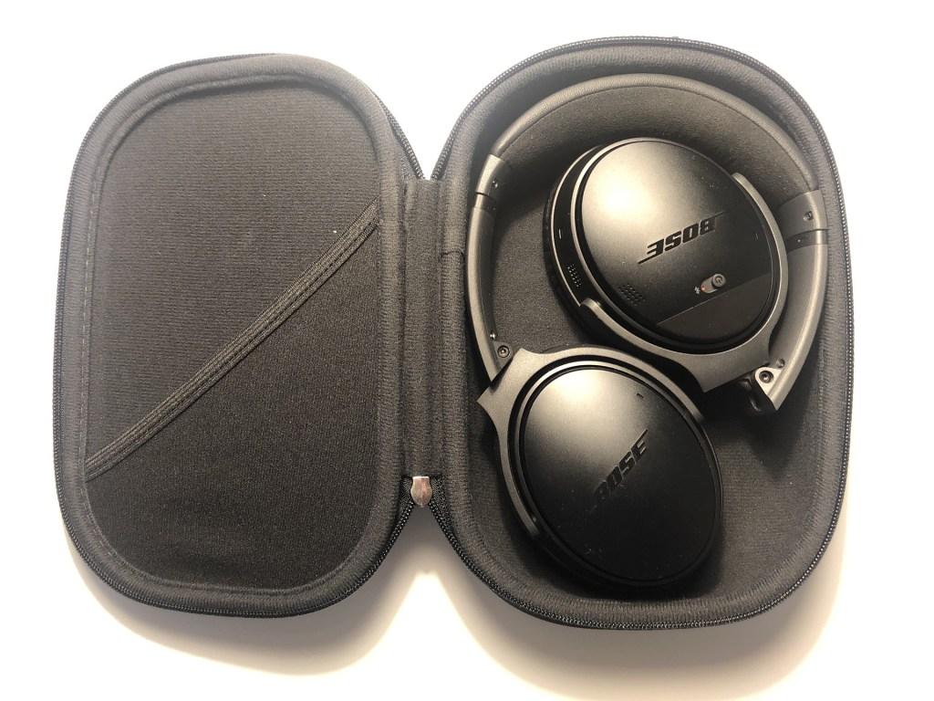 Bose QC II kulaklık ve çantası