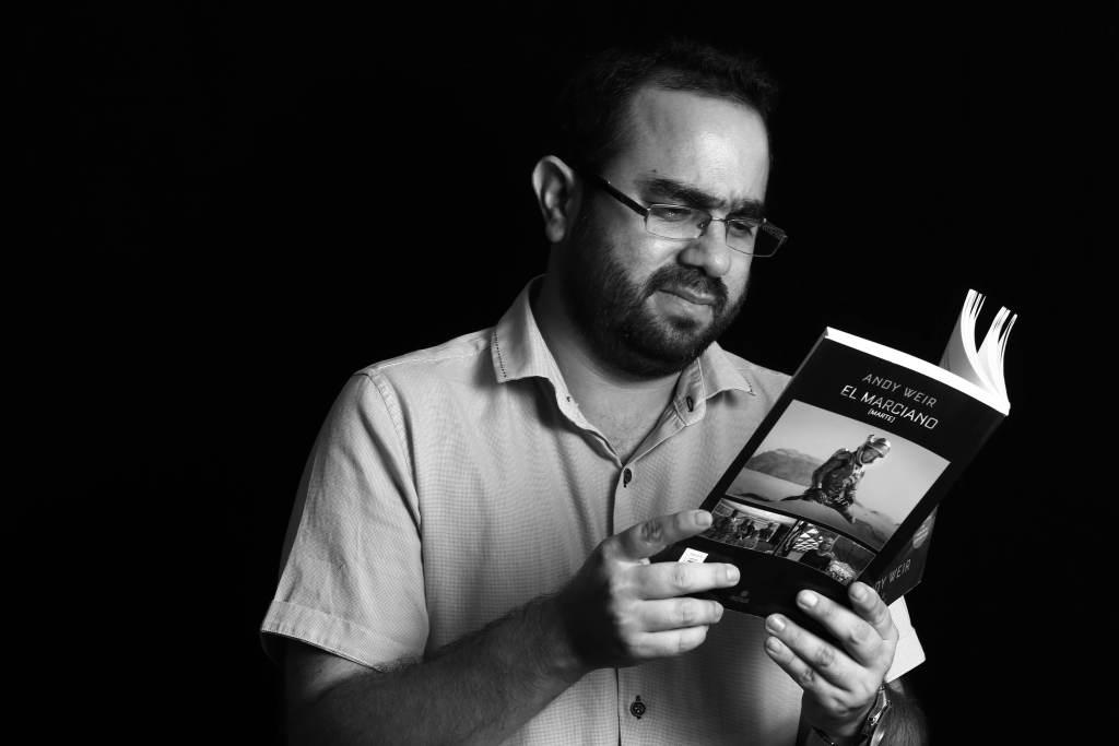 César Duarte leyendo El Marciano