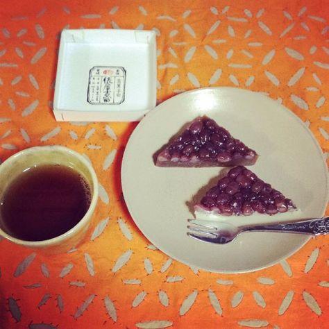 6月もそろそろ終わり…今年初、水無月を頂きました♪ #ほうじ茶 #俵屋吉富 (Instagram)