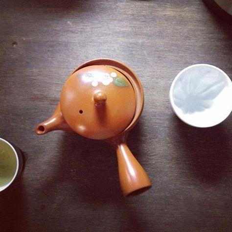 お茶を淹れるとき、ふと、、してしまってます。カウントダウン。いつもより早く、いつもより遅く、いつもとおんなじで。あ、だいたいは煎茶の場合でしょうか〜 (Instagram)