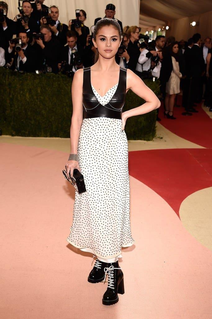 Gala Met chaussures : Selena Gomez