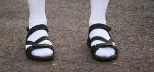 chaussuresonline-aeviter-fashionfauxpas-claquettes-chaussettes-été-printemps-nouvellecollection-tong-flipflop