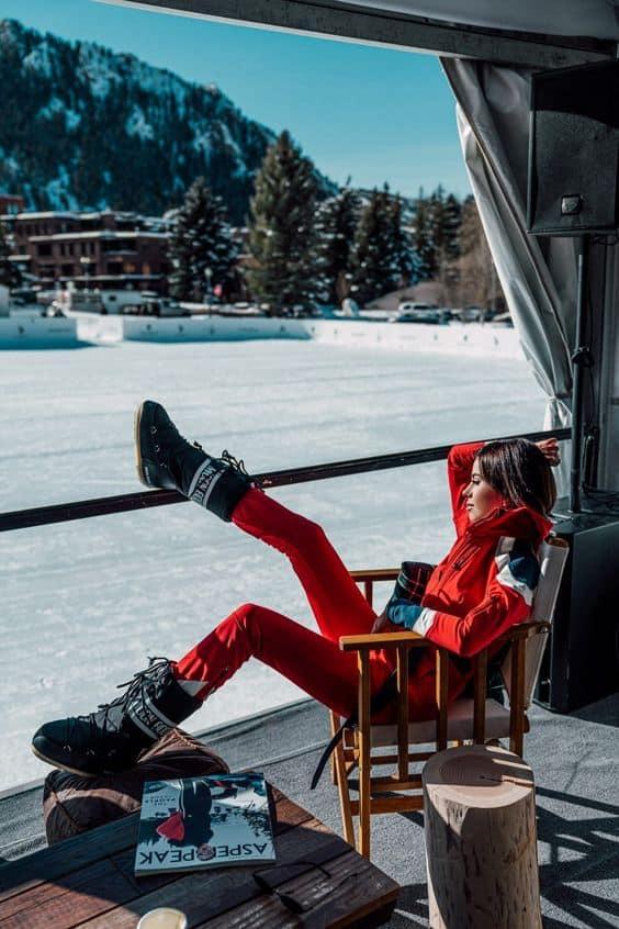 Outfit Moon boots et combinaison de ski tendance