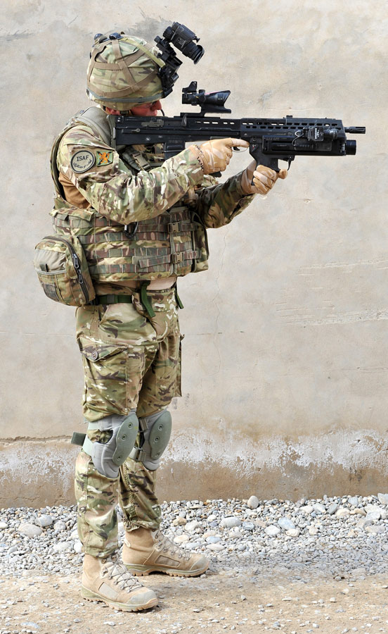 Picture shows a British soldier wearing an Osprey MK4 armor carrier.