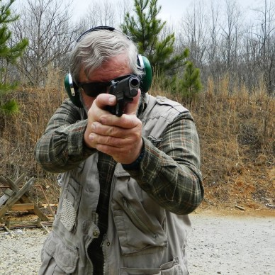 Bob Campbell shooting a Ruger SR1911R