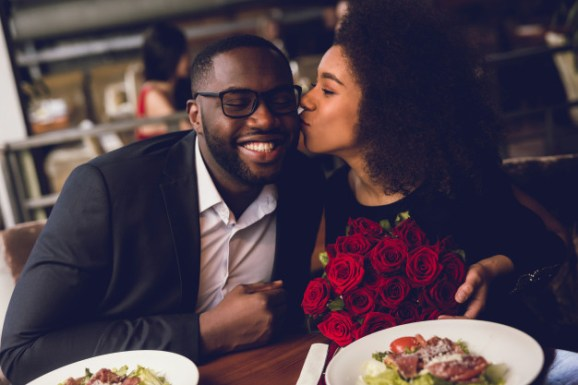 6 incredible ways to make your valentine's day proposal breathtaking- intro image couple