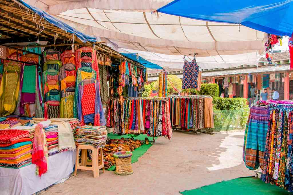 10 safe places to go on a date thos valentine's day- dilli haat