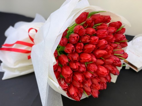12 Best Flowers to Gift Your Beloved on Valentine's Day-red tulips