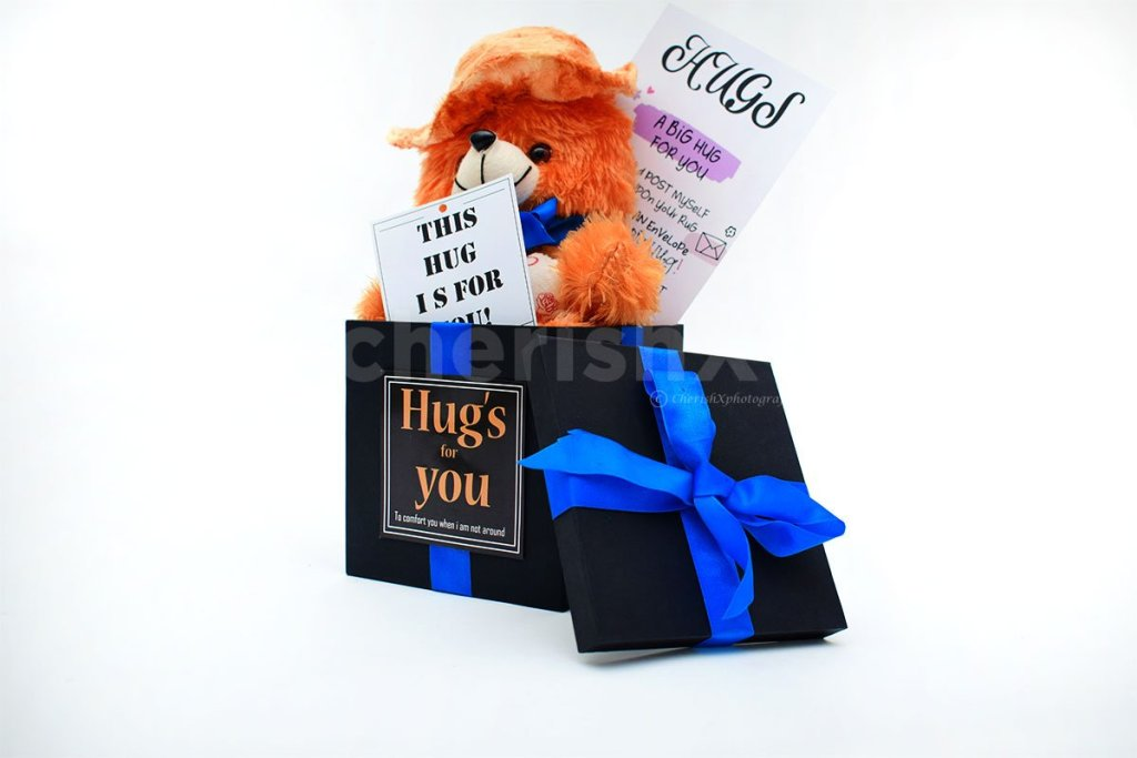 9 Best Hug Day Gifts That Will Make Your Girlfriend Fall In Love With You All Over Again-teddy bucket
