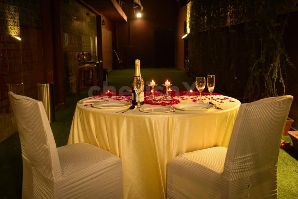 Sweep Your Girlfriend Off Her Feet With These 7 Amazing Valentine's Day Surprises- Valentine's special dinner