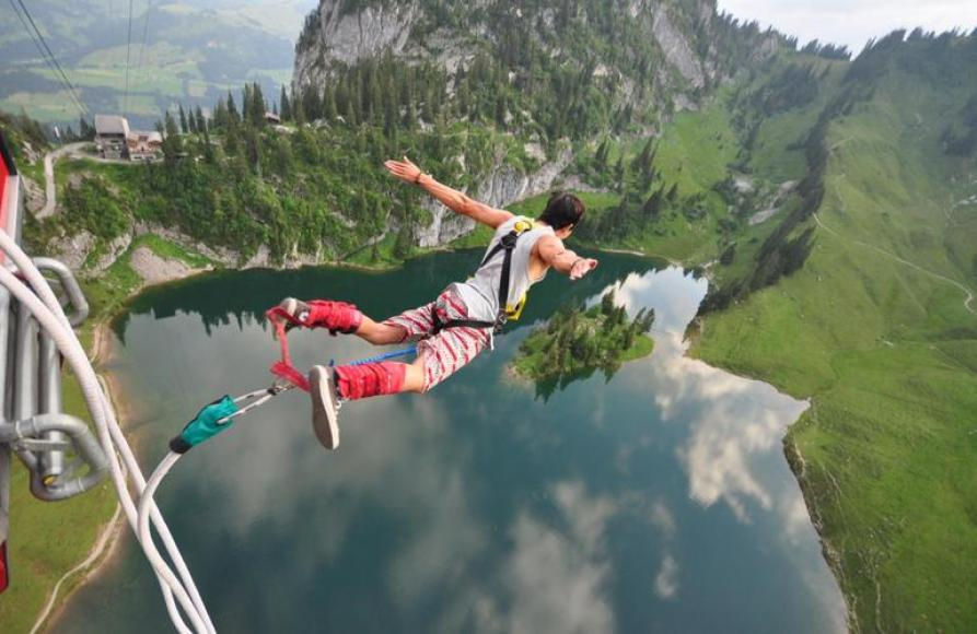 Top 9 most fascinating adventure sports that you should definitely try-bungee jumping