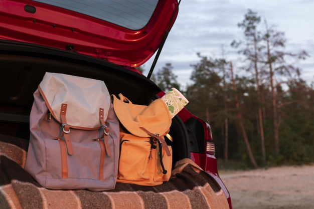 couple-backpacks-trunk-with-map