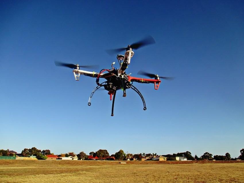drone-784310_640