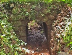 Laterite block bridge